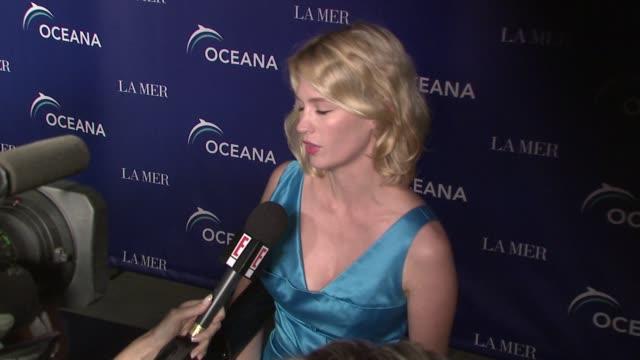 january jones at the oceana's annual partners award gala honoring former president bill cli at los angeles ca - january jones stock videos & royalty-free footage