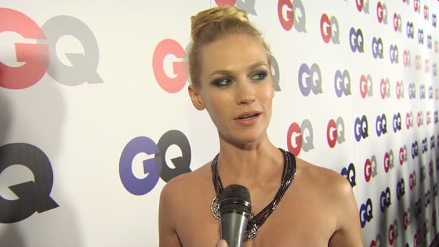 january jones on coming out tonight, being gq's november cover girl, being a huge clint eastwood fan, if she has a hangover story to rival the... - ジャニュアリー・ジョーンズ点の映像素材/bロール