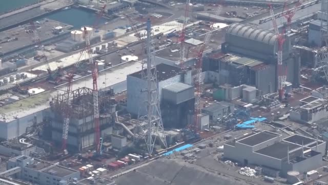 japan, aug. 1:tokyo electric power company holdings inc. on thursday began dismantling part of the damaged and contaminated exhaust stack at the... - 地震点の映像素材/bロール