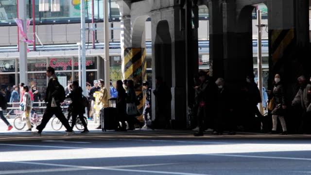 上野東京のラッシュアワーで日本横断歩道 - morning点の映像素材/bロール