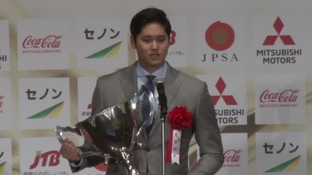 shohei ohtani of the los angeles angels poses along with japanese prime minister shinzo abe in tokyo on dec 20 after receiving the 2018 grand award... - bricco video stock e b–roll