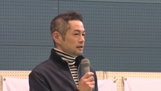 the seattle mariners' suzuki ichiro speaks during a closing ceremony of a baseball event for schoolchildren in his hometown of toyoyama aichi... - 小学生点の映像素材/bロール