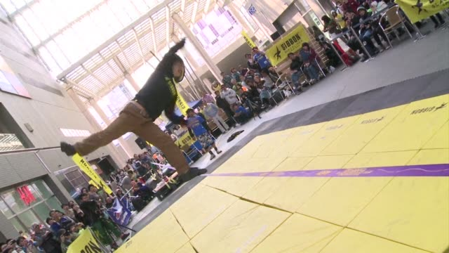 japan holds an international slackline acrobatic competition with gravity defying stunts somewhere between tightrope walking and breakdancing. clean... - tightrope walking stock videos & royalty-free footage