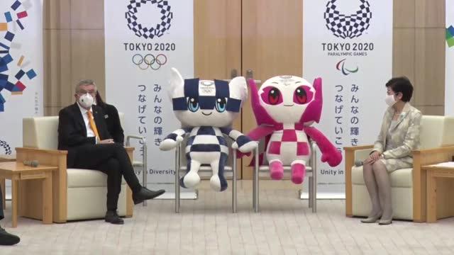 international olympic committee president thomas bach and tokyo gov. yuriko koike bump elbows during their meeting in tokyo on nov. 16, 2020. the... - オリンピック大会点の映像素材/bロール