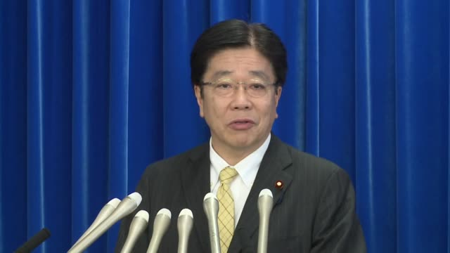 japan's health minister katsunobu kato speaks at a press conference in tokyo on feb. 13 after 44 more people were found to be infected with covid-19... - press conference点の映像素材/bロール