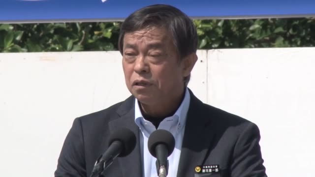 a rally of thousands of okinawa residents on saturday urged the japanese and us governments to scrap a plan to relocate a controversial us air base... - 政治集会点の映像素材/bロール