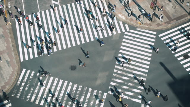 japan people crossing the street - retail place stock videos & royalty-free footage