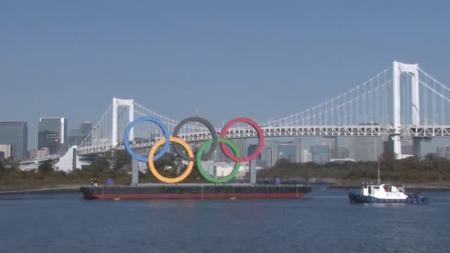 the olympic rings are being transported ahead of their reinstallation in tokyo bay off odaiba marine park on dec. 1 after they underwent a safety... - tokyo bay stock videos & royalty-free footage