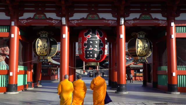 japan, tokyo, asakusa, sensoji temple, hozomon or treasure house gate - monk stock videos & royalty-free footage