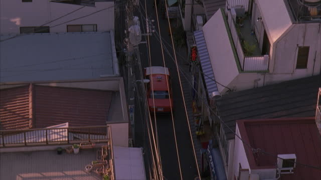 ms, ts, ha, japan, tokyo, taxi driving on narrow street in residential district - 2005年点の映像素材/bロール