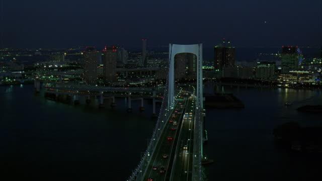 ws, ha, td, japan, tokyo, traffic on rainbow bridge at night - 2005年点の映像素材/bロール
