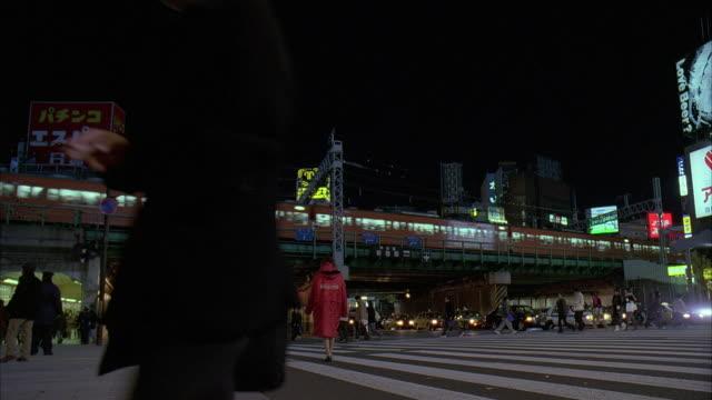 ms, japan, tokyo, traffic on street at night - 2005年点の映像素材/bロール