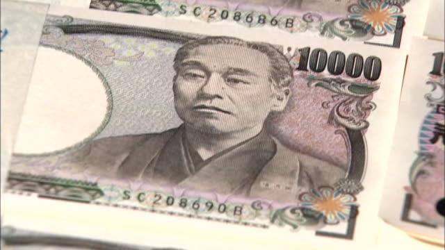 japanese 10,000 yen banknotes - 経済点の映像素材/bロール