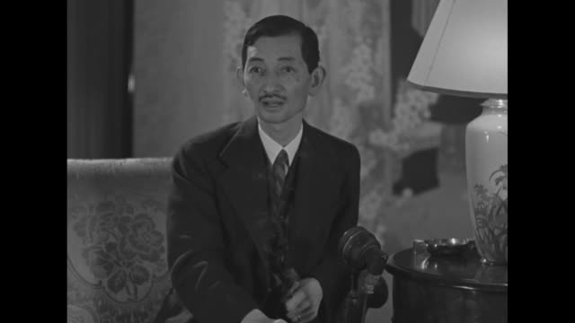 Japanese Ambassador to the US Hiroshi Saito reads newspaper / SOT Saito delivers message of 'sincere and profound regret' about the Japanese bombing...