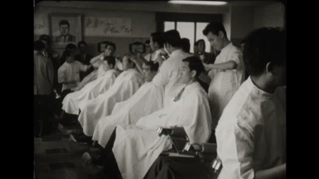 japanese barber shop gives jfk style haircuts - 1960年点の映像素材/bロール