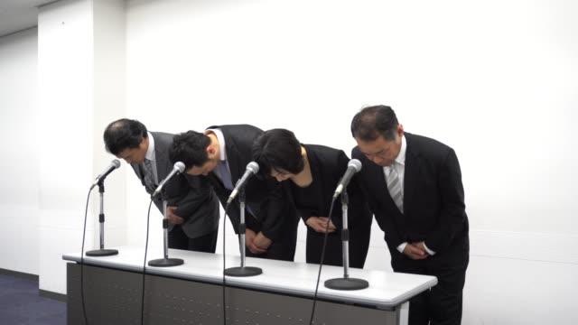 日本事業謝罪 - 記者会見点の映像素材/bロール