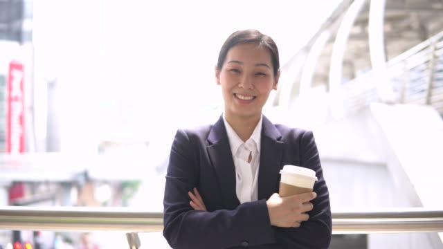日本のビジネスウーマンの肖像画 - インストラクター点の映像素材/bロール