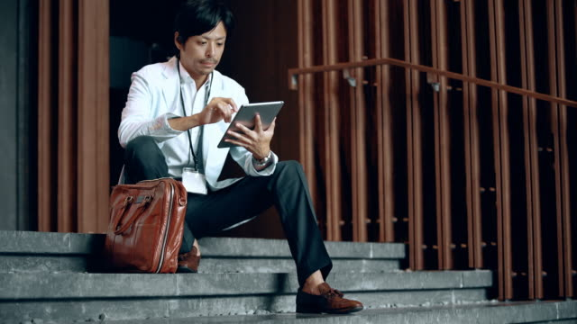DS Japanese businessman using a digital tablet