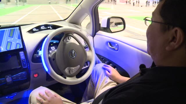 japanese carmaker nissan showcases its latest model of selfdriving car clean nissan showcases 'selfdriving' car on october 01 2013 in tokyo japan - driverless car stock videos & royalty-free footage