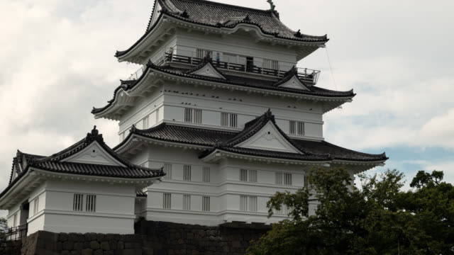 japanese castle (time lapse/zoom in) - samurai stock videos & royalty-free footage