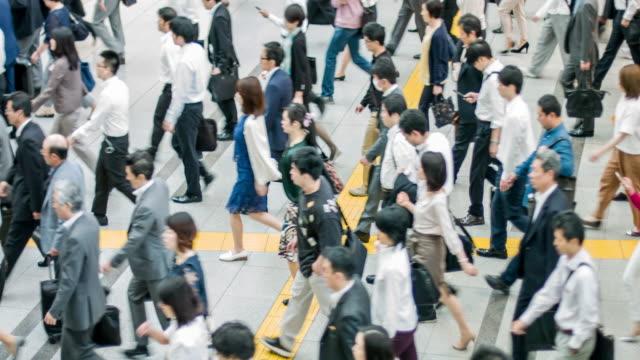 東京に通勤する日本人 - ホワイトカラー点の映像素材/bロール