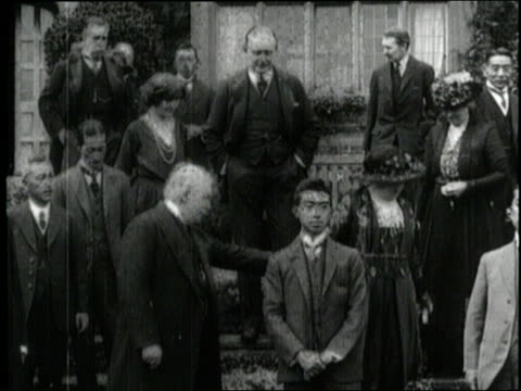 japanese crown prince hirohito and british prime minister david lloyd george greet english citizens - famiglia reale video stock e b–roll