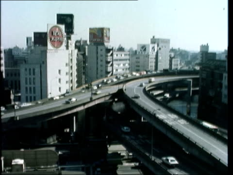 vídeos de stock e filmes b-roll de japanese economy *also available as fs070277003* tokyo air view radio mast air view motorway through city centre air view harbour oil tanks ms takeo... - road junction