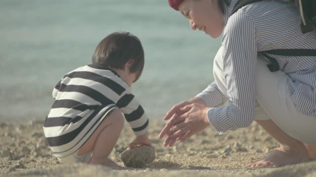 stockvideo's en b-roll-footage met japanse families - familie met twee generaties