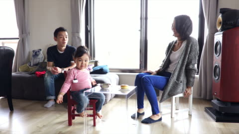 vídeos y material grabado en eventos de stock de japanese family - vida sencilla