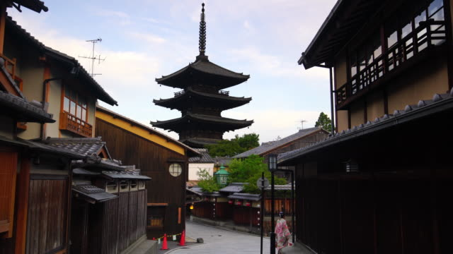 japanese girl in yukata in old town kyoto, japan - pagoda stock videos & royalty-free footage