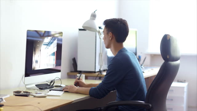 日本のグラフィックデザイナー - クリエイティブな職業点の映像素材/bロール