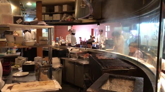 japanese grilled beef tongue (gyutan), sendai, tohoku, japan - pollo ai ferri video stock e b–roll