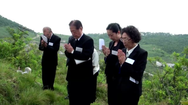 Japanese group on Sunday visited the graves of relatives who died in what is now North Korea during the chaos at the end of World War II I could...