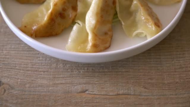 Japanische Gyoza oder Knödel-snack mit Soja-sauce