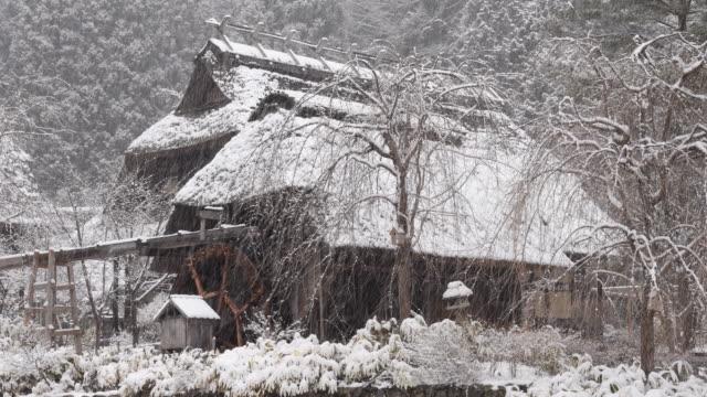 冬の日本の家 - 気象学点の映像素材/bロール