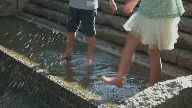 japanese kids having fun in the park. - 風致地区点の映像素材/bロール
