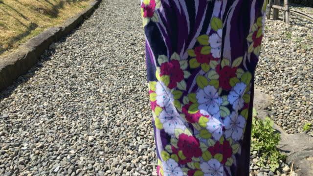stile kimono giapponese - yukata video stock e b–roll
