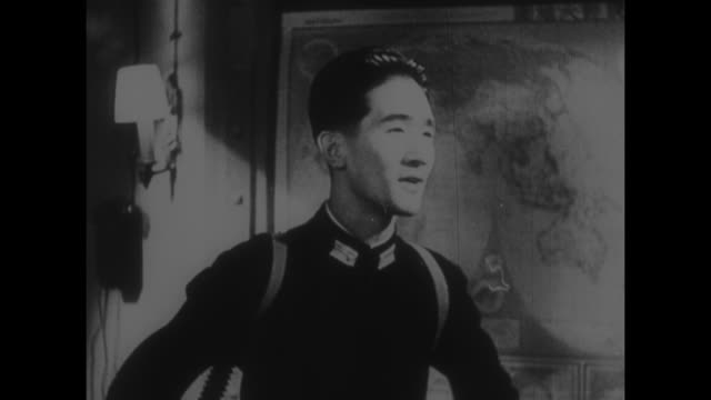 japanese letters on a plaque over louvered door with more writing on a strip of paper / vs a japanese man wearing an unusual contraption on his back... - lingua giapponese video stock e b–roll