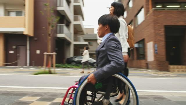 日本人男性を車椅子 - 障がい点の映像素材/bロール