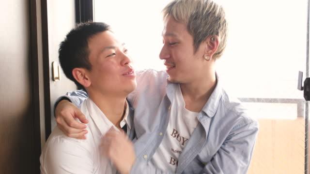 日本人ゲイカップル - 同性愛者点の映像素材/bロール