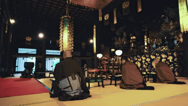 DS Japanese monks chanting in a temple