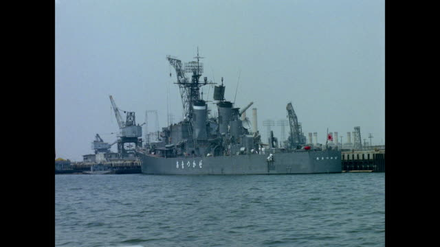 japanese naval ship in port - 日本の軍事力点の映像素材/bロール