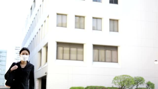Giapponese ufficio signora indossando Maschera
