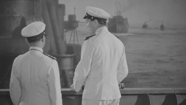 vidéos et rushes de ms japanese officers and crew on deck of ship  - capitaine de bateau