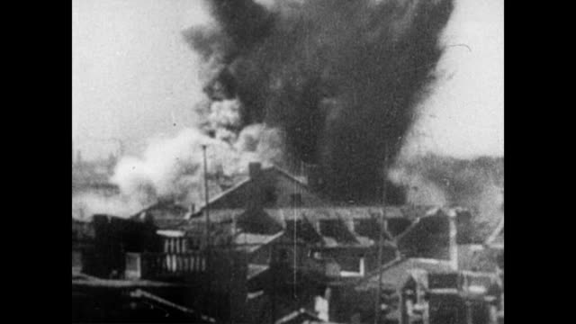 / japanese planes dropping bombs over china / explosions in city. japanese bombings over china during wwii on january 01, 1944 in china - 空爆点の映像素材/bロール