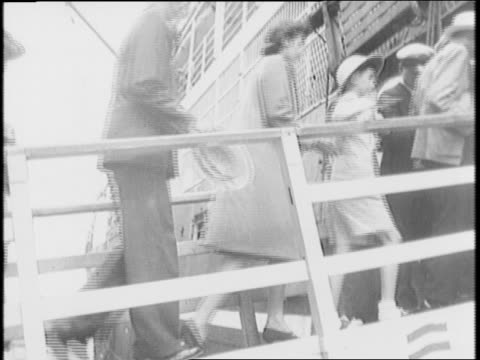 japanese premier hideki tojo walks down steps cabinet standing behind him pose for pictures / harbor in yokohama / british nationals board ship to... - 1941年点の映像素材/bロール