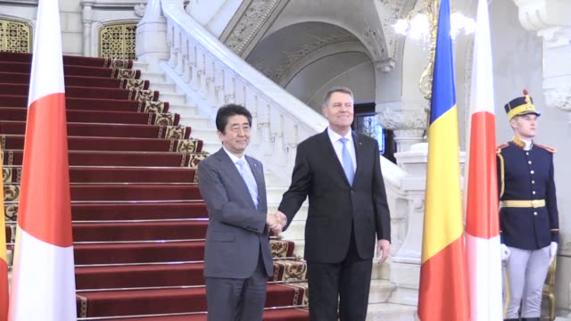 Japanese Prime Minister Shinzo Abe is received in Bucharest by the Romanian president Klaus Iohannis