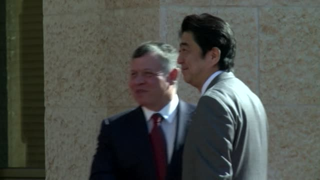 Japanese Prime Minister Shinzo Abe met Jordans King Abdullah II during a six day tour in the Middle East