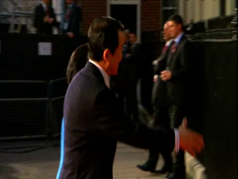 stockvideo's en b-roll-footage met japanese prime minister taro aso and wife chikako aso arrive at 10 downing street and are met by british prime minister gordon brown and wife sarah... - designerkleding