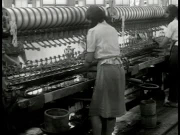 japanese silk mill. int japanese women working man pushing cart. woman spooling silk. spools of silk. woman working. woman biting thread. crate 'made... - 絹点の映像素材/bロール